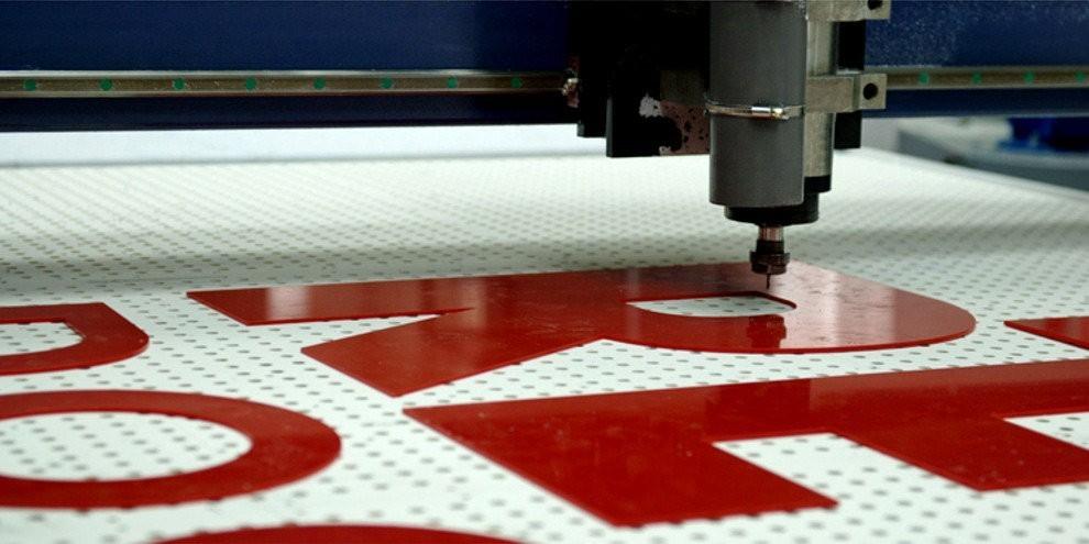 Печать на пластике ПВХ с фрезерной резкой